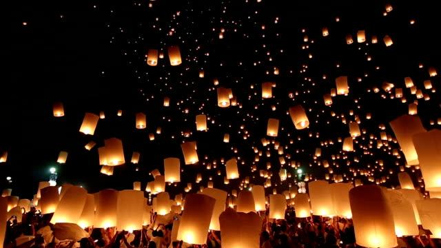 HD Panoramica: Lanterna vola Yeepeng Loi Kra Tong festival in Tailandia