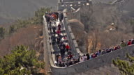 panning: many travellers on Badaling great wall of china