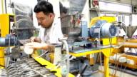 panorering: thailändska forskare Häll polymer pulver