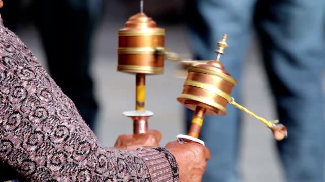 Parikrama (religiösen Praxis mit Gebetsmühlen)