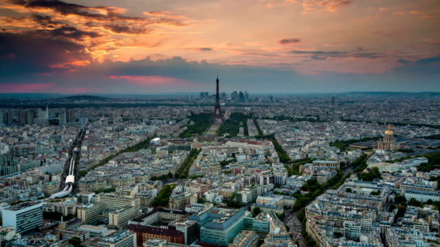 TIME LAPSE: Paris at Dusk