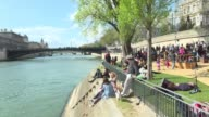 Paris Mayor Anne Hidalgo on Sunday inaugurated the Rives de Seine urban riverside park an area for pedestrians and cyclists despite objections by...