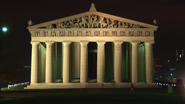 WS, Parthenon illuminated at night, Nashville, Tennessee, USA