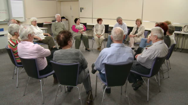 HD DOLLY: Participating The Group Discussion