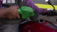 A partir del lunes Venezuela cerrara por las noches sus fronteras con Colombia para combatir el contrabando de productos principalmente gasolina y...