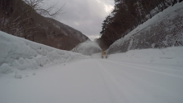 pass a snowplow at snow mountain road -4K-