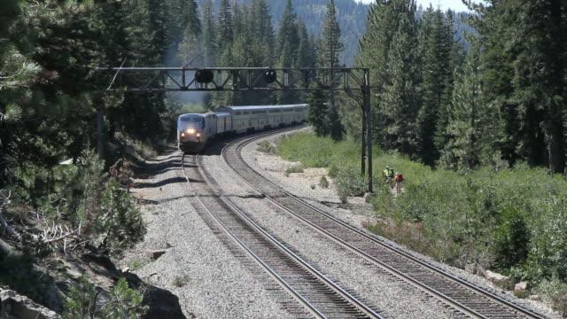 Passenger Train durch die Berge