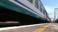 Passengers train leaving the station: nobody on thè platform