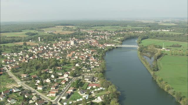 Passing Lamarche-Sur-Saone
