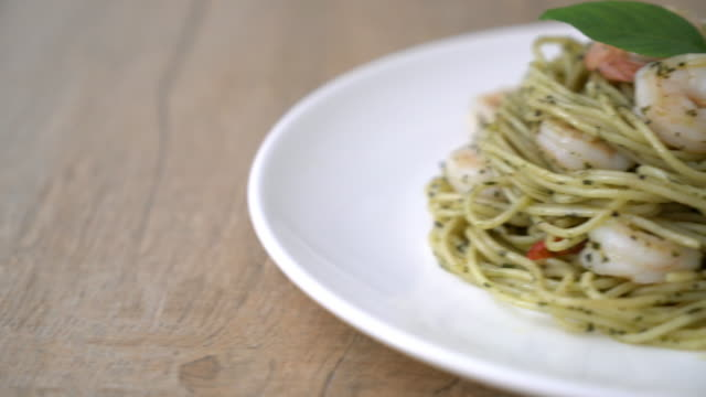pasta spaghetti with pesto green and shrimp