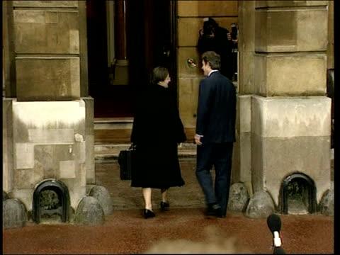 Peace process BritishIrish council POOL ENGLAND London Lancaster House EXT Prime Minister Tony Blair MP shaking hands with Sinn Fein executive member...