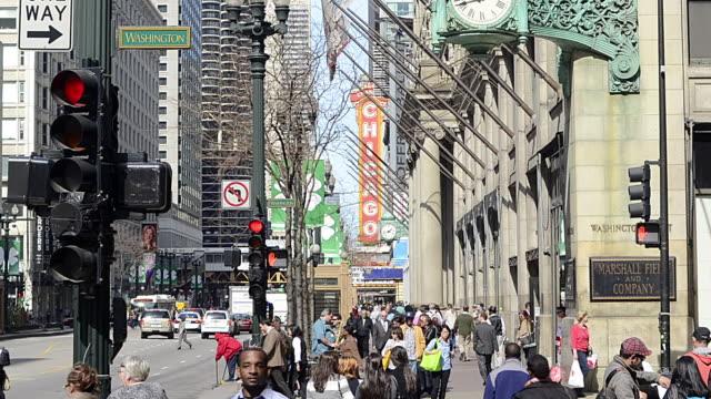 T/L WA CS TU Pedestrians and traffic on State Street downtown / Chicago, Illinois, USA
