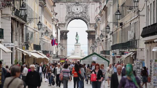WS SELECTIVE FOCUS Pedestrians on Rua Augusta / Lisbon, Portugal