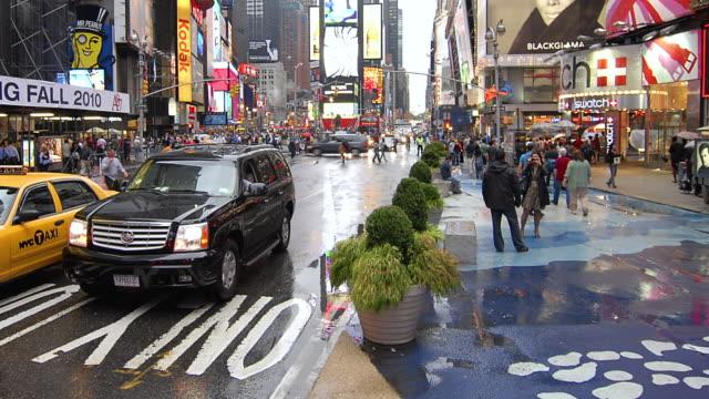 Busy Street Sidewalk Tl Pedestrians ...