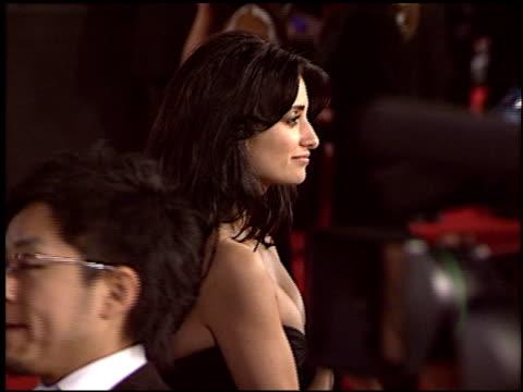 Penelope Cruz at the Premiere of 'The Last Samurai' on December 1 2003