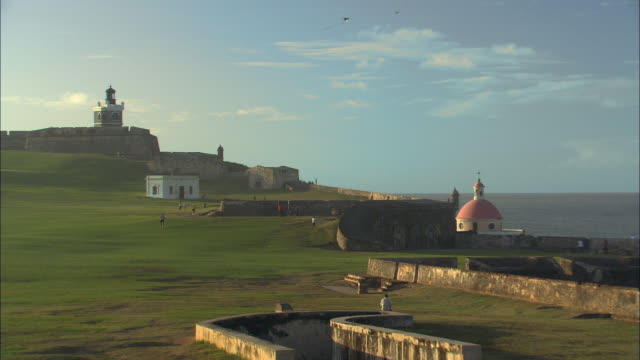 WS People flying kites near walls of El Morro Fort and the dome at Cemeterio De Santa Maria Magdalena/ Old San Juan, Puerto Rico