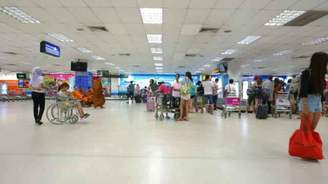 Menschen am Flughafen Zeitraffer