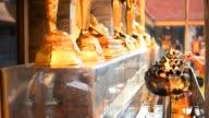 Menschen Heiligen Buddha-Statuen in buddhistischen Tempel