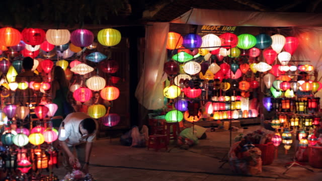 WS PAN People Shopping for Lanterns / Hoi An, Vietnam
