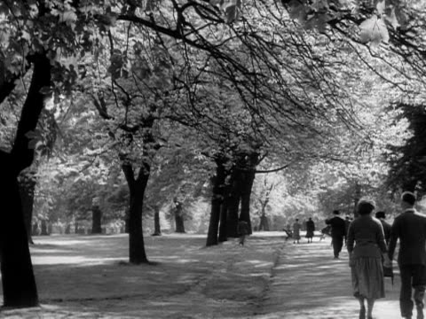 People stroll around Kensington Gardens 1957