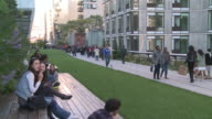 MS People strolling in Highline Park / New York, New York, United States