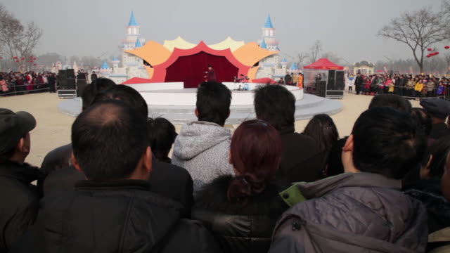 WS PAN People surround and watching puppet show  at temple fair to celebrate Chinese spring festival / xi'an, shaanxi, china