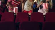 Menschen, die Plätze im Kino