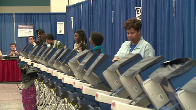 WGN People Voting in a Polling Place on Election Day in Chicago on Nov 8 2016