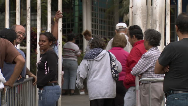 MS ZO WS People waiting in line for food assistance at Mission Mercal gates / Cabimas, Zulia, Venezuela