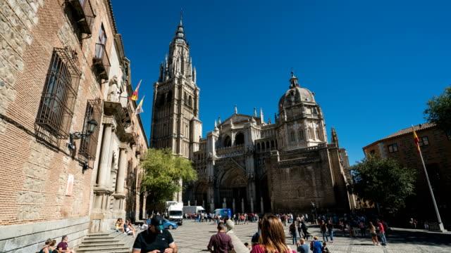 T/L Passanten an Toledo Kathedrale, Spanien