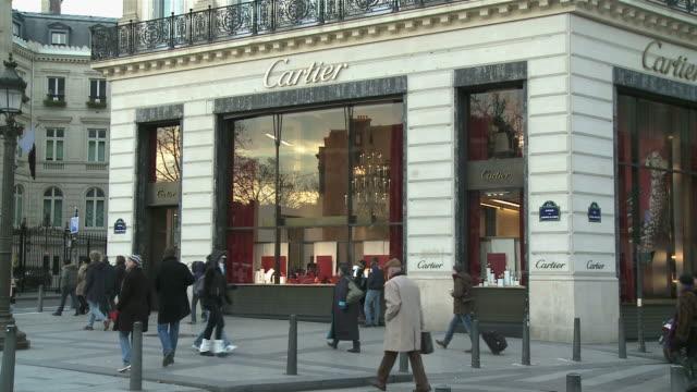 WS People walking on street at Avenue des Champs Elysees / Paris, Ile de France, France