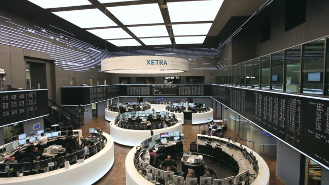 WS People working at stock exchange / Frankfurt/Main, Hesse, Germany
