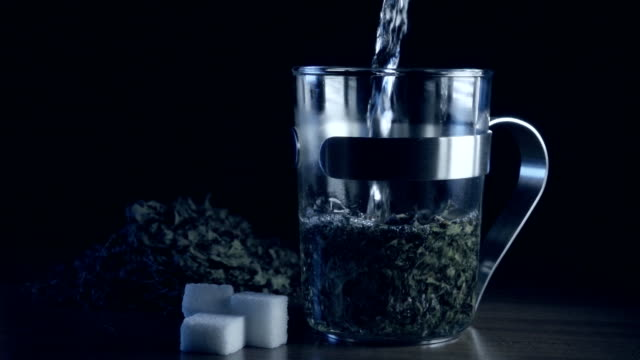 Peppermint tea slowmotion