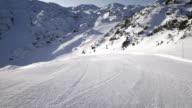 AERIAL perfekt gepflegte ski-trail in der Morgensonne