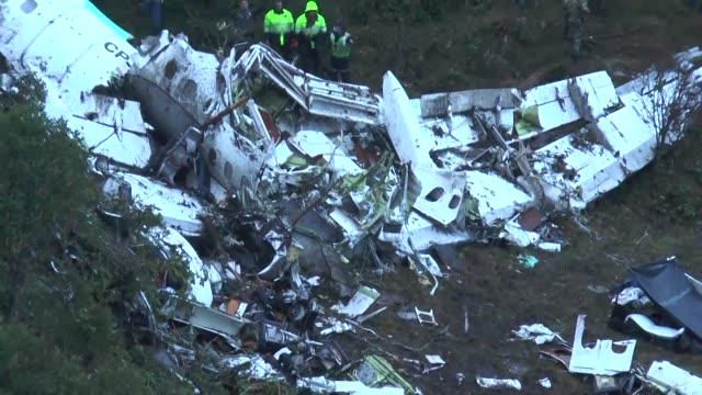 75 personas muertas se contabilizaban el martes tras el accidente del avion que trasladaba a la plantilla del club de futbol brasileno Chapecoense a...