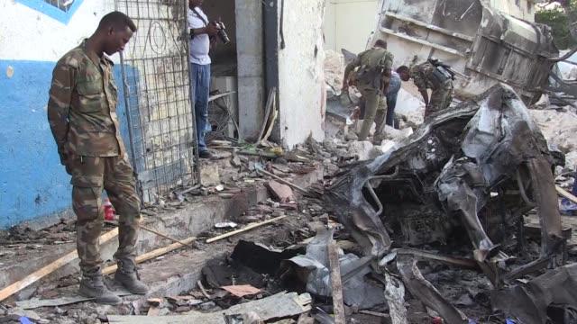 27 personas murieron el sabado en el ataque contra un hotel de Mogadiscio reivindicado por los islamistas radicales shebab segun un nuevo balance...
