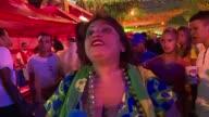 A pesar de la humillante derrota 71 que sufrio la Canarinha ante Alemania muchos hinchas brasileños continuan de fiesta en Rio de Janeiro