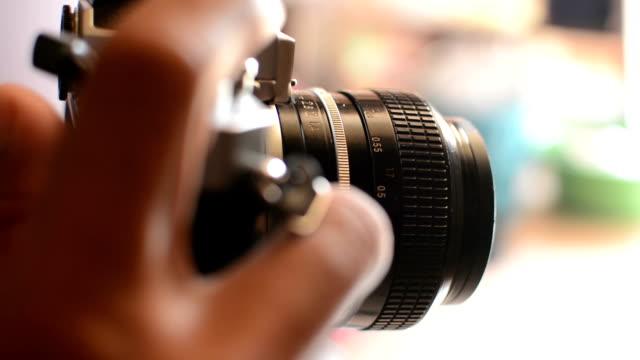 Fotograf mit alten Kamera full frame