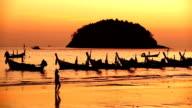 Isola di phuket Thailandia kata spiaggia al tramonto