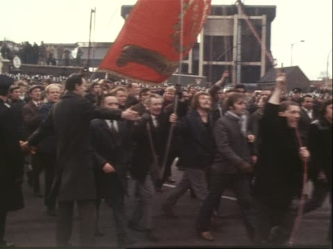 Picketers at gas works support the miners strike