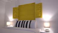 Kissen auf dem Bett Dekoration im Schlafzimmer Innenansicht