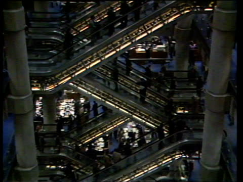 Legal and financial implications ULM1247 / 22187 Lloyds of London TLMS Foyer as people come and go MS Escalators down and up in atrium CMS...