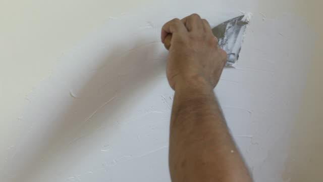 Een muur te pleisteren