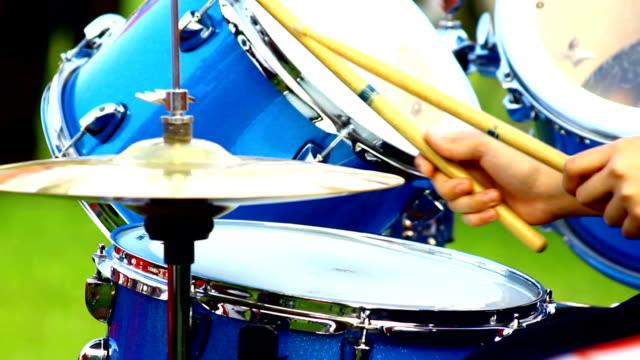 play Schlagzeug