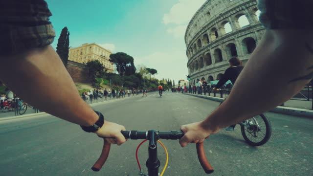 Perspektive POV Fahrrad zum Kolosseum von Rom