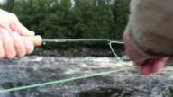 Point Of View Fischer Fliege Fischen im Fluss