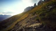 POV Perspektive Spazierengehen und Wandern in die Berge