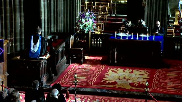Glasgow Cathedral Memorial Service Gospel reading by Kenny MacAskill MSP SOT / Apostle's Creed recited / ambulance workers in congregation / 'Lux...