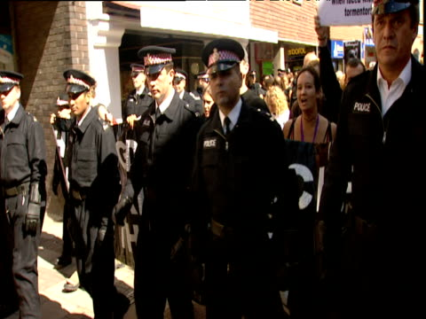 Police lead antiHuntingdon Life Science protestors marching through town centre Huntingdon 2000