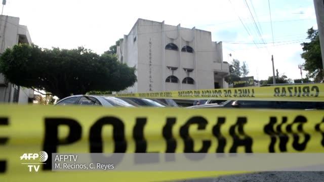 Policias y fiscales allanaron en la capital salvadorena una sucursal del bufete panameno Mossack Fonseca epicentro del escandalo de los Panama Papers